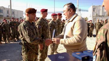 nicolae ciuca civil premiaza soldati