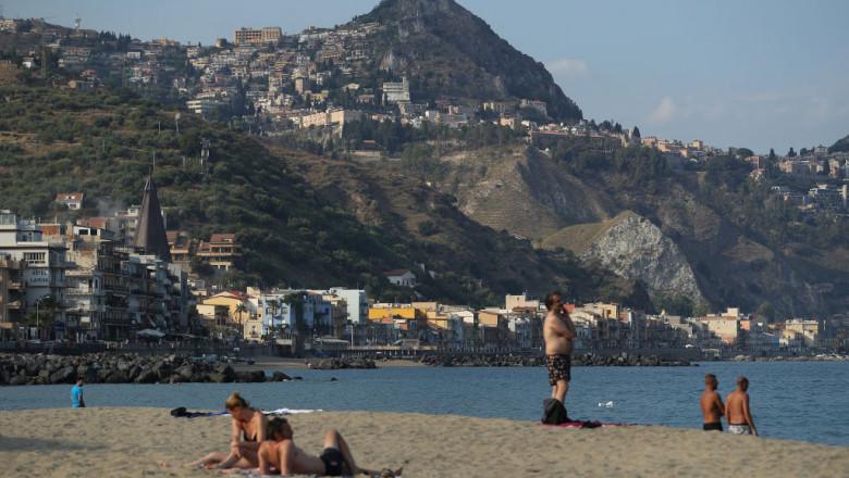 Plaja in Sicilia, unde s-au atins 27 de grade in februarie