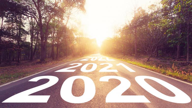 o sosea pe care scrie 2021 2022 2023, sugerand viitorul