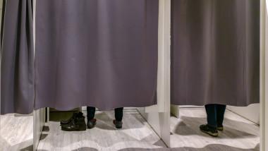 cabina de proba mall cumparaturi haine magazine