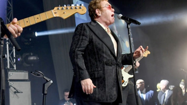 elton john pe scena crop getty