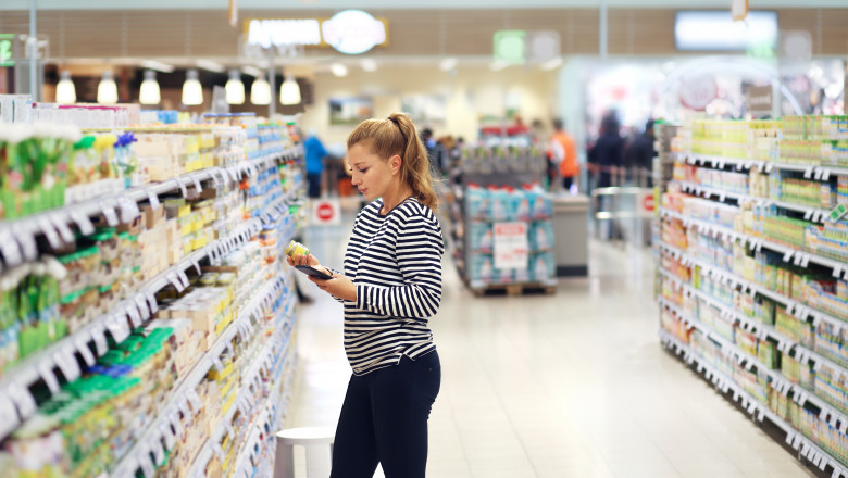 Cumparaturi in supermarket