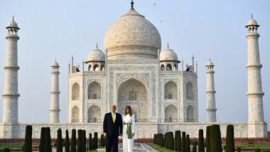 Presedintele Donald Trump, primit pe un stadion plin, in India
