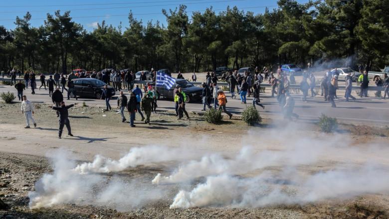 Confruntari violente intre localnici si fortele de ordine din Lesbos