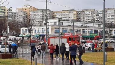 oameni-evacuati-mall-veranda-alerta-bomba