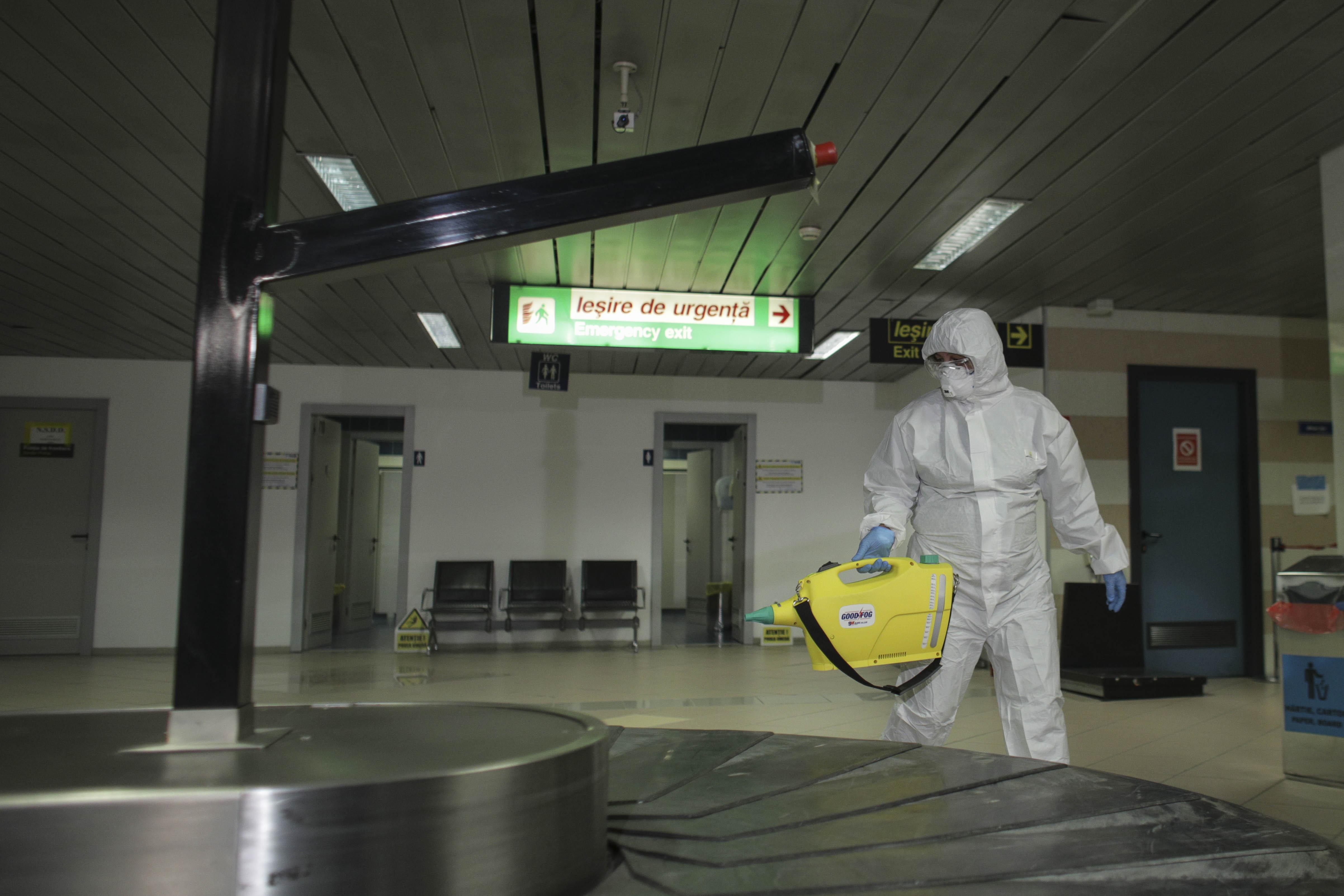 """Angajat de la Aeroportul Otopeni, infectat cu coronavirus. """"A ajuns in imediata apropiere a unor pasageri asistati"""""""