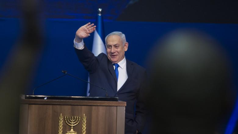 Benjamin Netanyahu gesticulează de la tribună