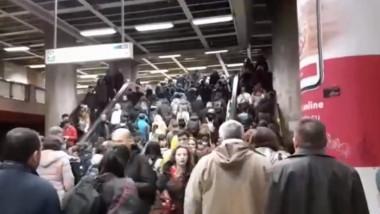 aglomeratie scari metrou
