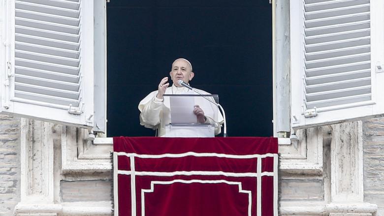 Papa Francisc a reaparut in public dupa o absenta de 4 zile