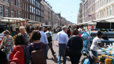 Street vendors & lots of people shopping at busy Albert Cuyp Market, de Pijp borough, Oud Zuid district, Amsterdam, Netherlands