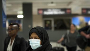 masca coronavirus, aeroport