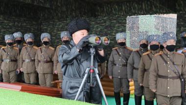 kim jong un asistă la un exercițiu militar al Coreei de Nord