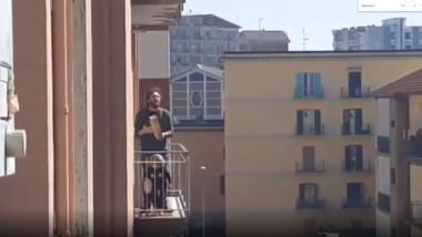 coronavirus-italia-cantareti-la-balcon