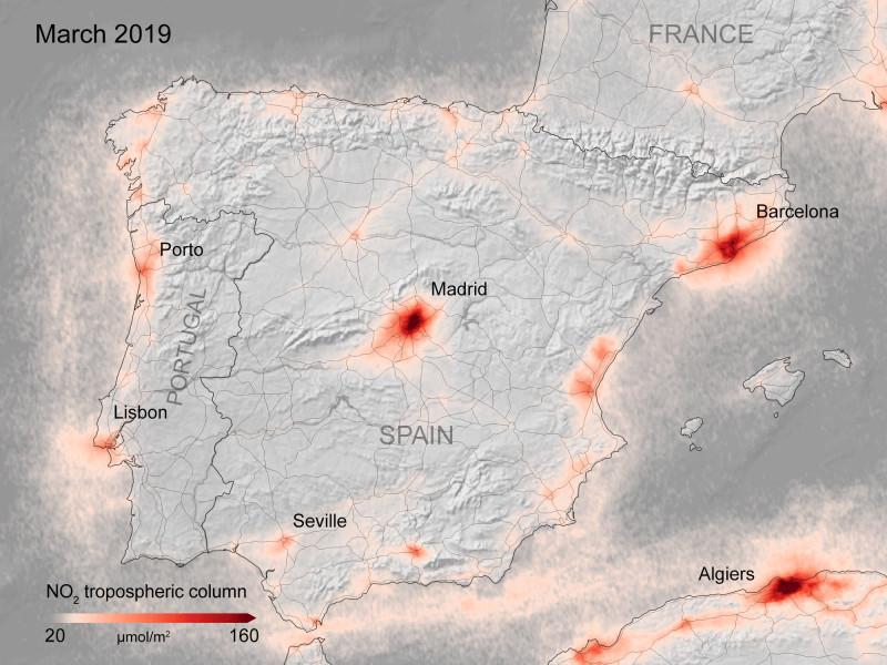 imagini satelit Copernicus al Agenţiei Spaţiale Europene care arată reducerea poluării atmosferice deasupra Spaniei