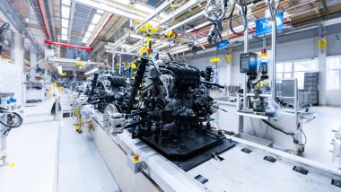 masina fabrica auto motor