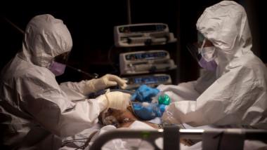coronavirus covid-19 doctori pacient spital