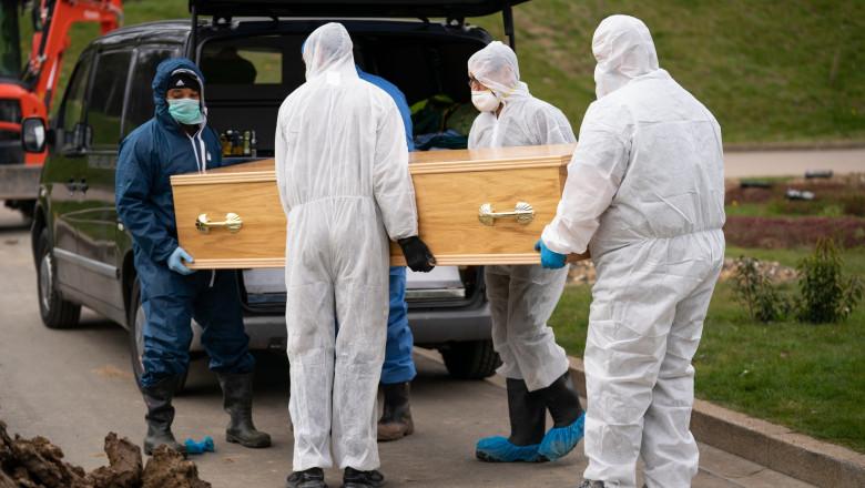 mort de coronavirus carat in cosciug sigilat la cimitir