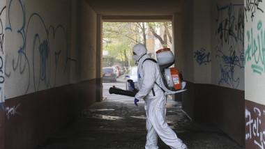 dezinfectare bloc strada coronavirus covid 19 ID135212_INQUAM_Photos_Octav_Ganea