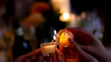 candela lumina biserica