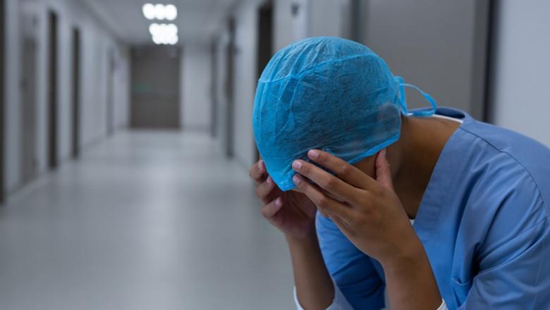 medic-asistenta-spital-maini-la-cap-suparata-profimedia