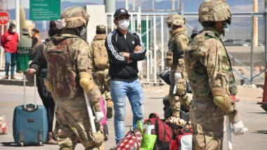 Bolivia foloseşte armata pentru a respinge bolivieni care încearcă să revină acasă din străinătate