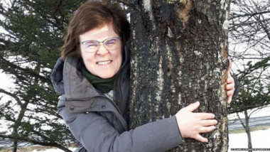 Islandezii sunt incurajati sa imbratiseze copacii