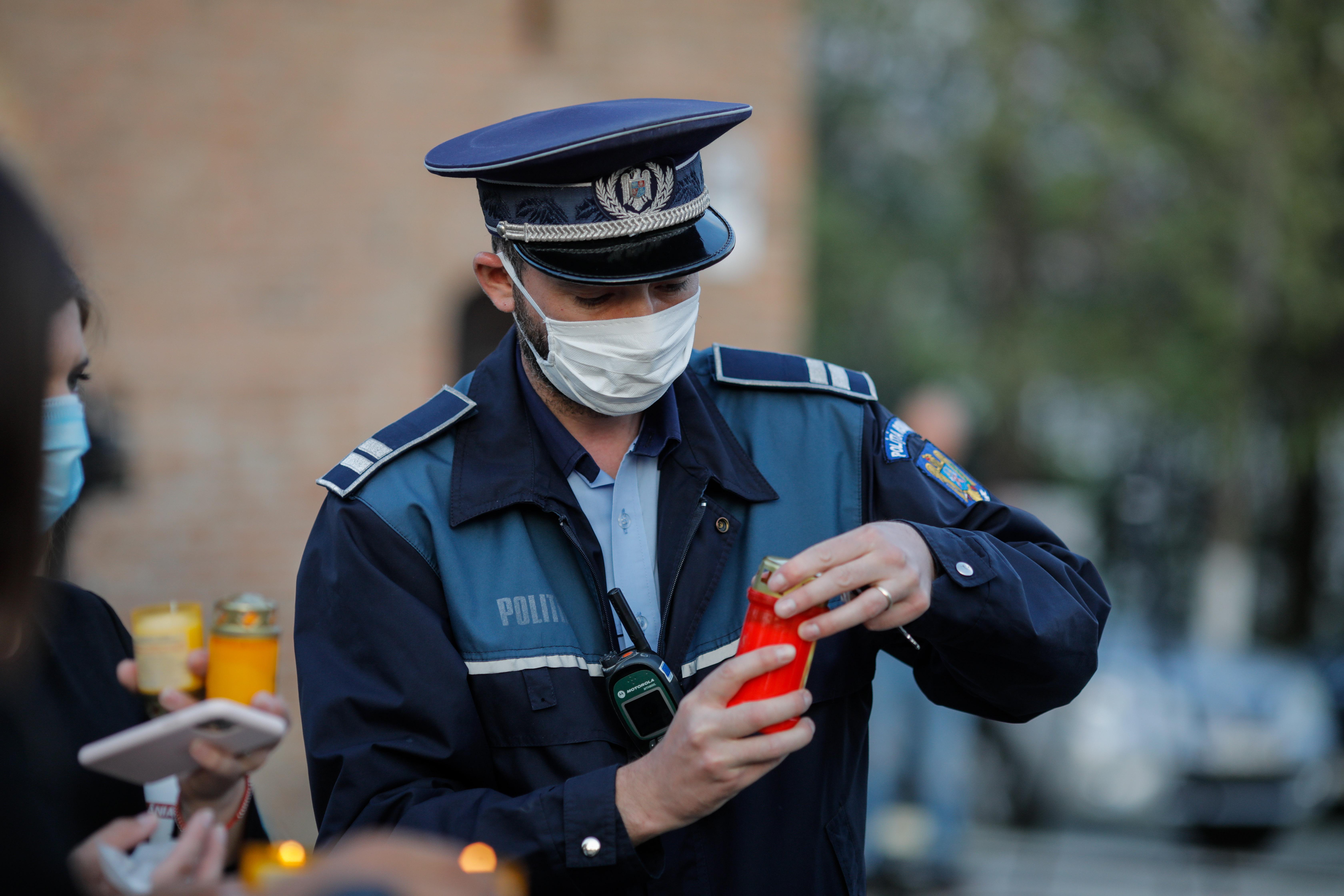 politist lumina paste 2020 ID136301_INQUAM_Photos_George_Calin