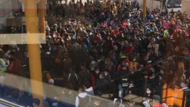 oameni aeroport suceava