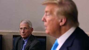 Donald Trump si Anthony Fauci in timpul unei conferinte de presa