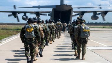 Paraşutişti români, exerciţiu militar Romania NATO