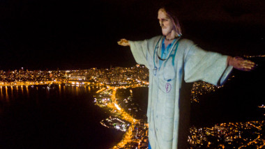 Act of Consecration of Brazil and Tribute to Medical Workers at the Christ the Redeemer Amidst the Coronavirus (COVID - 19) Pandemic