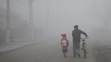 ceata-scoala-rural-fetita-parinte-bicicleta_INQUAM_Photos_Octav_Ganea