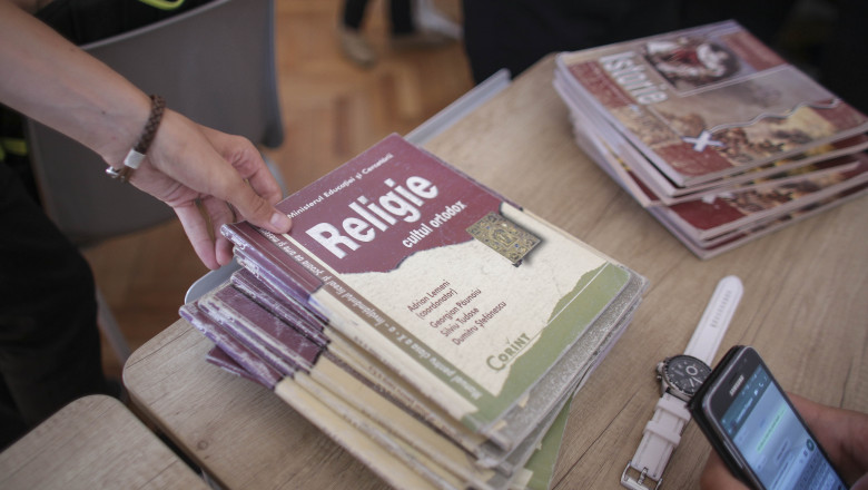 manuale de religie scoala_INQUAM_Photos_Octav_Ganea