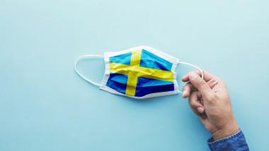 După ce s-a bazat pe responsabilitatea oamenilor, premierul Suediei schimbă mesajul: Trebuie să faceți mai mult! Anulați tot!