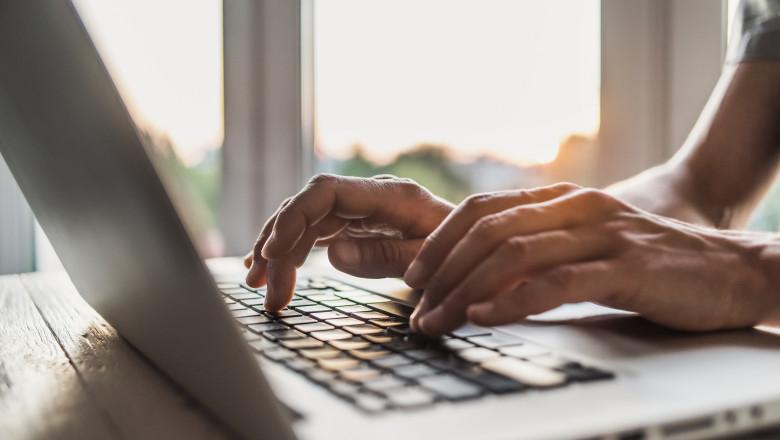 birou munca de acasa firme afaceri laptop angajat