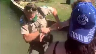 Un pădurar a fost împins în apă după ce le-a atras atenția unor excursioniști că trebuie să respecte distanțarea fizică