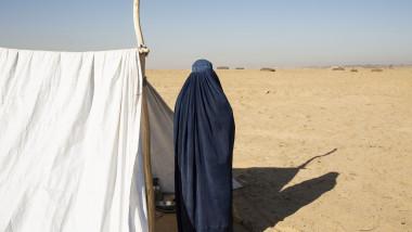 femeie din afganistan