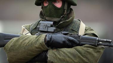 militar rus, omuleţ verde, soldat rus trupele speciale
