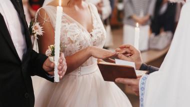 GettyImages nunta cununie biserica