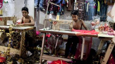 croitori in bazar profimedia