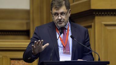 Vaccinul anti-COVID ar putea costa între 5 euro și 20 de euro, iar primele doze ar putea să apară până la finalul anului, a spus Alexandru Rafila.
