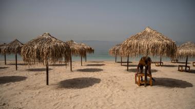 plajă pustie, turismul în vremea epidemiei de coronavirus