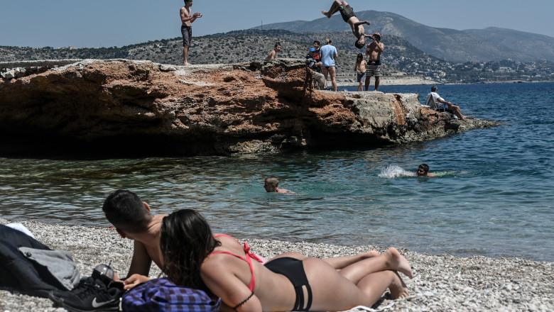 tineri-plaja-grecia-profimedia-0518335956