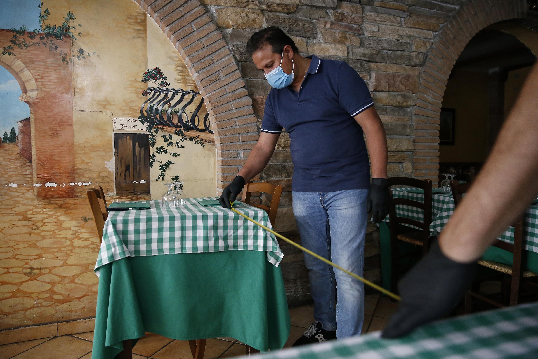 Coronavirus in Italia, Fase 2: da domani riaprono bar e ristoranti