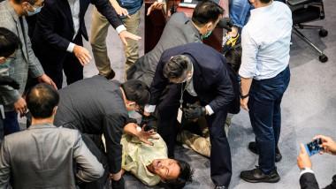 Ciocniri între legislatori în Parlamentul din Hong Kong