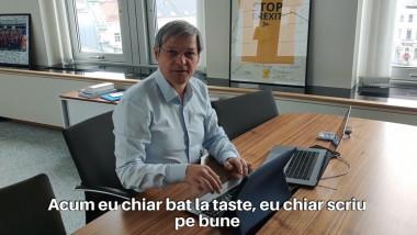 Dacian Ciiolos scrie la laptop şi chiar apasă tastele