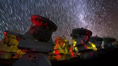 profimedia alma radiotelescop antene galaxie stele