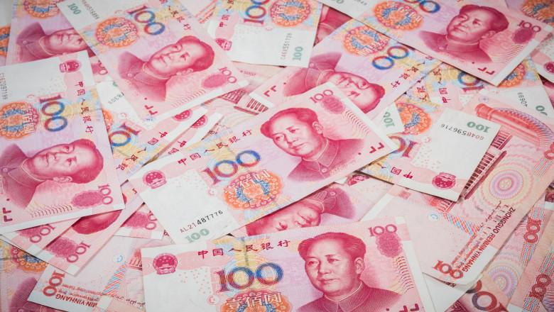 Bancnote chinezesti in valoare de 100 yuani