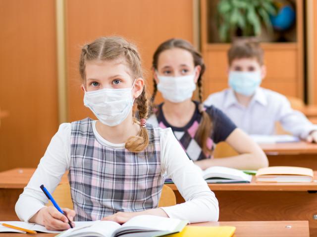 Modificare. Elevii trebuie să poarte măști pe durata examenelor naționale și cursurilor de pregătire