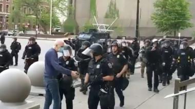 proteste-sua-batran-impins-de-politisti